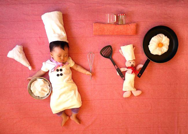 可愛いコックさん : 寝ている隙に仮装大賞!赤ちゃんの寝相アート画像が可愛過ぎて眠れない!! - NAVER まとめ