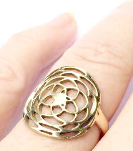 💕This beautifully crafted Brass Rose Of Venus Sacred Geometry Ring is easily adjusted to fit most adult finger sizes. ✨✨✨<>$35<> ✨✨✨ 💕Wearing a Rose of Venus charm is believed to assist in grounding the healing energies of Venus & aligning with universal love, compassion & harmony. It is also believed to enhance creativity, optimism, abundance, intuitive knowing & awareness of soul intent & purpose.💫
