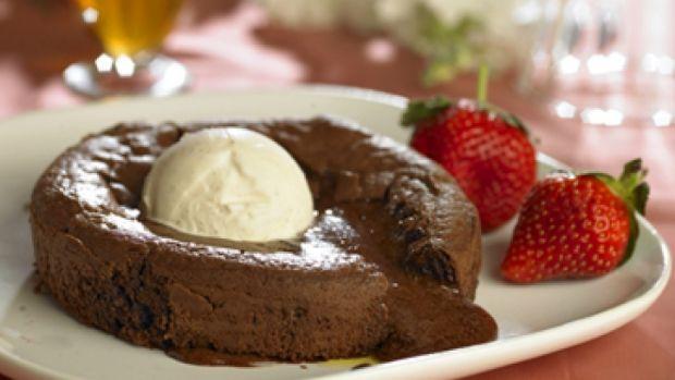 Blødende chokoladekage med vaniljeis | Opskrift