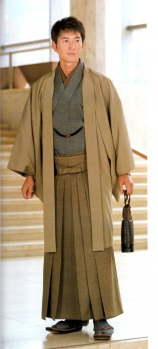 earth tones. cool hakama. Why does he remind me of the Tenth Doctor Who?