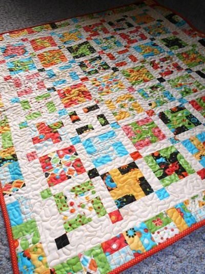 Pinwheel Pizzazz Baby Quilt | This pretty baby quilt pattern puts a modern spin on the traditional pinwheel design!