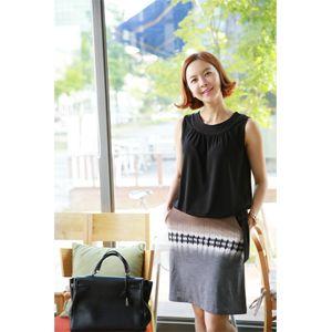 【Lemite】伸縮性のあるポリエステル混紡素材を使ったミドル丈スカートです。 ユニークなグラデーション柄がインパクト大! ややAラインシルエットで体型カバー力も抜群♪ サイドポケット付きで便利さをプラスしたモダンゴムウエストスカート☆