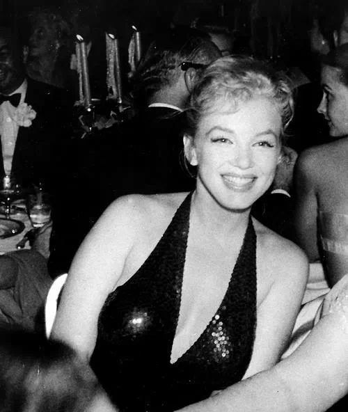 Marilyn monroe at the april in paris ball at the waldorf astoria - Hotel maryline monroe paris ...