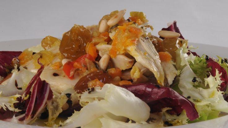 Insalata di cappone con uvetta, pinoli e aceto balsamico tradizionale di Modena  Capon salad with raisins, pine nuts and balsamic vinegar of Modena  http://winedharma.com/it/dharmag/marzo-2014/insalata-di-cappone-con-uvetta-pinoli-e-aceto-balsamico-tradizionale-di-modena