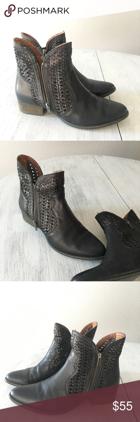 Seychelles Boots🎟 Beautiful black Lucky Penny boots by Seychelles // EUC  size 10 but fit a little on the narrow side// double zippers, heel is about 1.5 in // packaged with care & ready to ship same/next day📫💗 Seychelles Shoes Ankle Boots & Booties