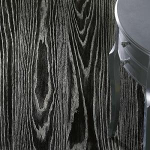 Silver Leaf - Oak - brushed - black background. Pavimento in Rovere Foglia Argento fondo nero spazzolato.