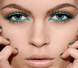 Get Inspired: Wear Colored Liner!