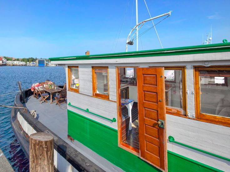Seattle S Coolest Short Term Tiny Houseboat Rentals