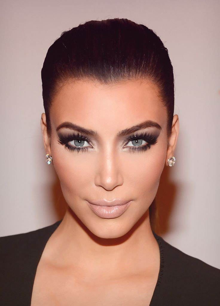 Only @kimkardashian can pull off a sultry smoky eye #makeup look flawlessly during the day.