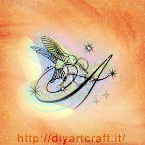 Colibrì e maiuscola A con scintille idea tattoo diyartcraft.it