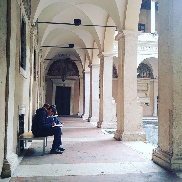 Il Chiostro del Bramante. Meta di viaggiatori e amanti dell'arte    Aperto al pubblico tutti i giorni. Ingresso Gratuito