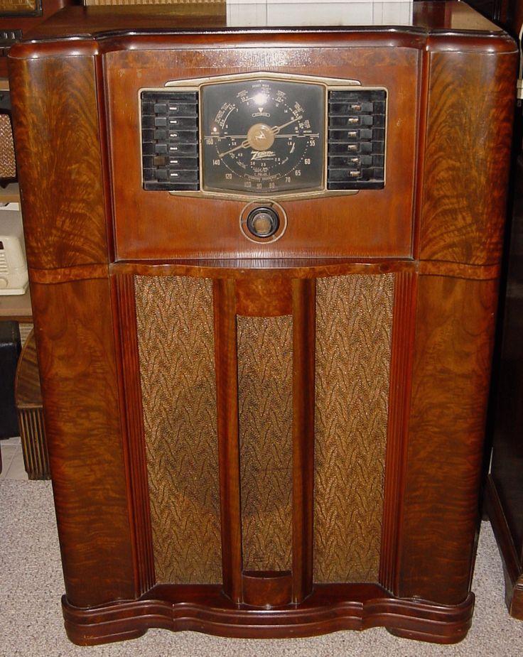 Zenith Model 10-S-669 Console radio (1942) | Antique radio