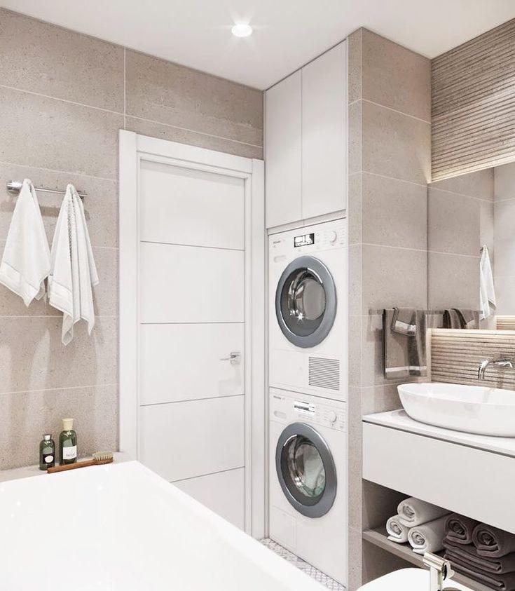 Praktische Lage der Haushaltsgegenstände im Badezimmer