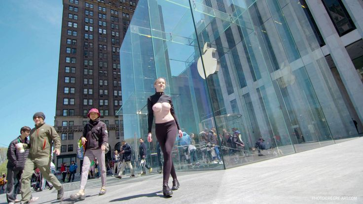 Apple Store 5th Ave -Herge - Free the nipple - Emily