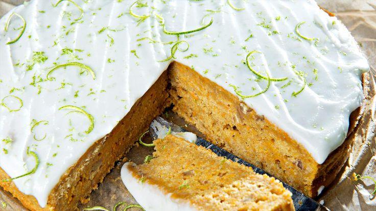 Visste du at søtpotet fungerer utmerket i bakst? Det gjør at kaken blir veldig saftig. Denne søtpotet- og krydderkaken med kefirmelk og limeglasur er veldig god, og mest sannsynlig bittelitt sunn.  Bruk en rund form på ca. 24 cm i diameter, eller en langpanne på ca. 20 x 30 cm.