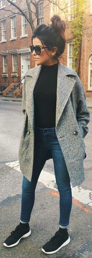 Winter look | Jeans, black shirt, sneakers and grey coat