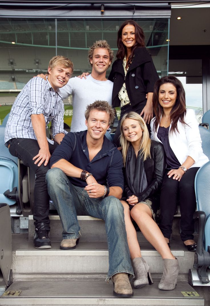 Esther, Ada, David, Tessa, Todd and Lincoln!!!!!! Can't believe Ada is the only one left in this picture who is still on Home And Away, Miss everyone else!!!!! >3