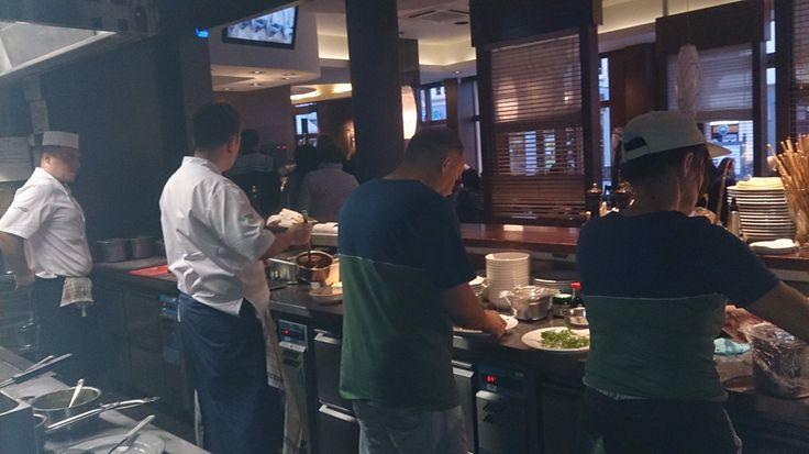 Ekipa smażalni U Cywila podczas weekendu w bydgoskiej Restauracji Sowa.