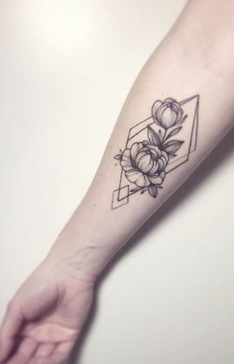 anna bravo geometric and floral tattoo More Más