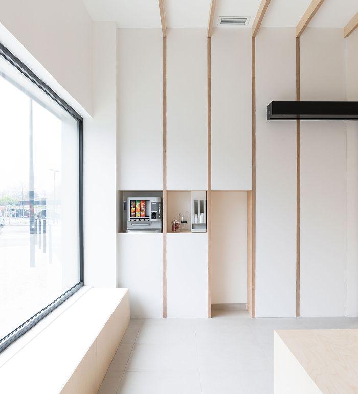 Conception et aménagement intérieur du Laboratoire Analabo. Architecture d'intérieur et design mobilier de l'espace d'accueil, salles de prélèvement.