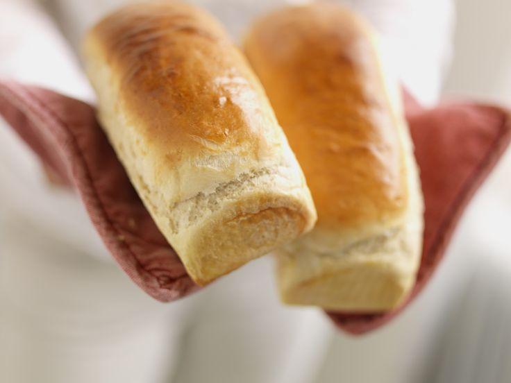 Loff er et luftig brød laget på kun fint hvetemel, smør, gjær, melk og salt. Det smaker godt med pålegg, eller som tilbehør til supper eller annen mat.