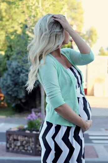 Modne stylizacje ciążowe na wiosnę blog