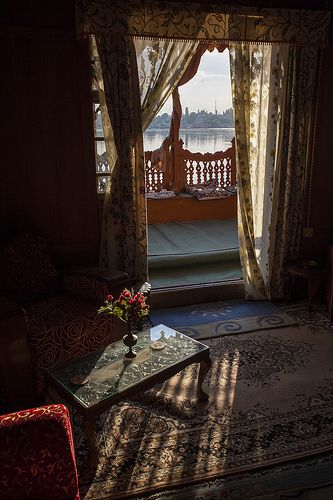 Inside an Houseboat - Srinagar - Kashmir - India - Sylvain Brajeul © √