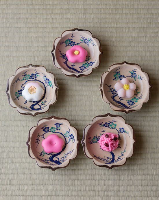 Japanese sweets on potteries from Edo period (1603~1868)