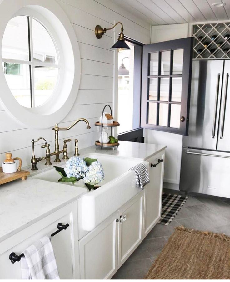 Rustic Farmhouse Kitchen White: 17 Best Ideas About Rustic White Kitchens On Pinterest