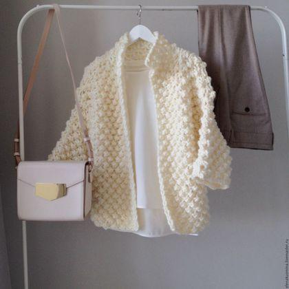 Купить или заказать Пальто Popcorn в интернет-магазине на Ярмарке Мастеров. Пальто связано из объемной пряжи. 100% шерсть производства Перу. Рисунок 'шишечки'. Рукава 3/4. Длина 60 см. Без застежки. Возможно изготовление в другом цвете.
