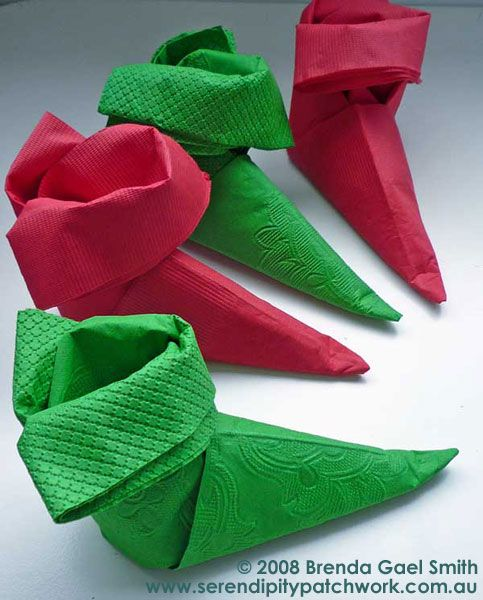 how to fold napkins like an elf shoeChristmas Parties, Napkins Folding, Shoes Napkins, Napkins Tutorials, Elf Napkins, Elf Shoes, Christmas Dinner, Elves, Diy Christmas