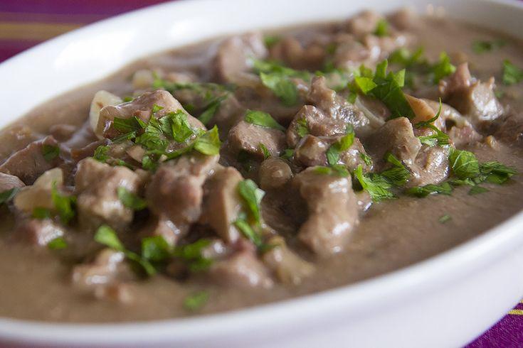 Il manzo alla Stroganoff ben si presta ad essere cucinato nella Slow Cooker: un mix di ingredienti che grazie alla cottura lenta verranno teneri e saporiti