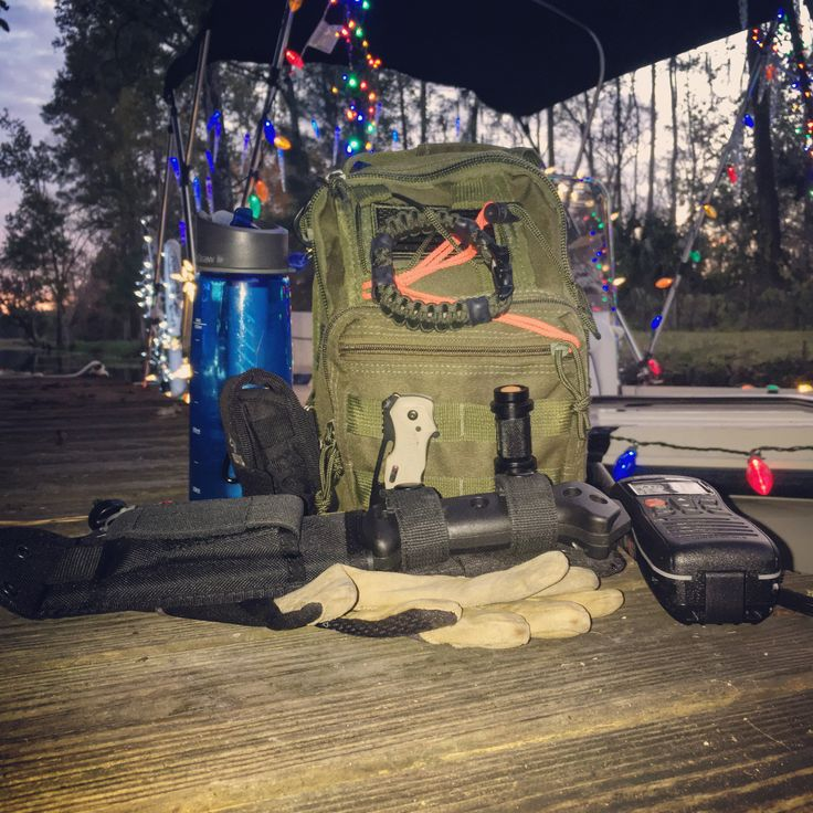Christmas time in Florida.  Loading the boat for a night cruise with my Fight or Flight #gethomebag and my @superessestraps survival bracelet!