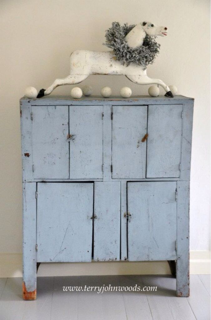 "Déco vintage industrielle campagne - get this look with Miss Lillian's NO-WAX Chock Paint in ""Paris Blue"""