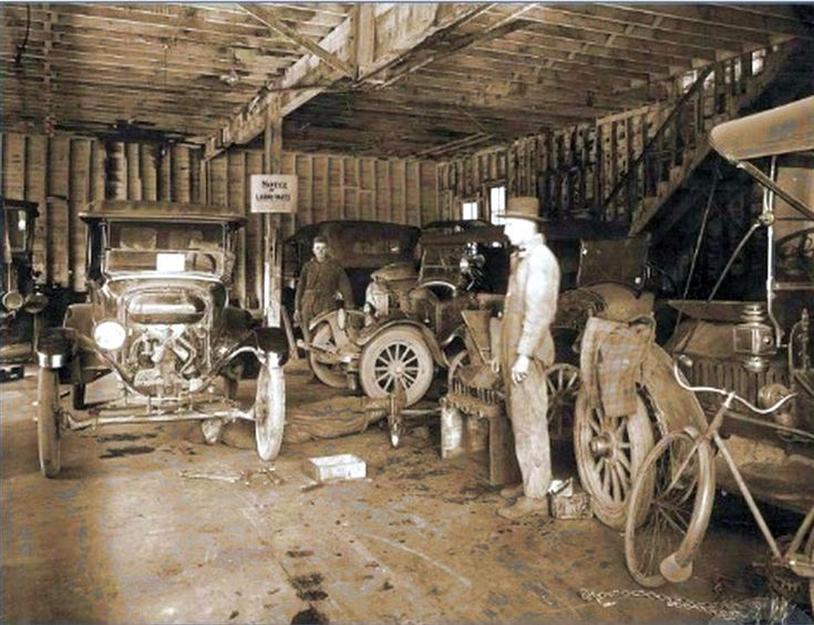 Model t ford forum old photo model t era garage 1925 for Garage reparation ford
