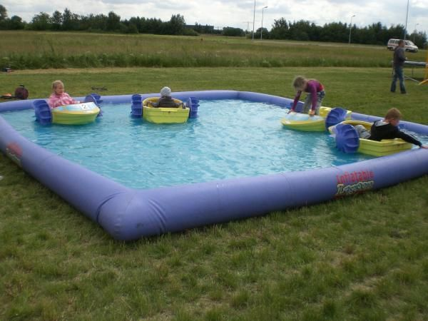 Paddle pool. This great paddle pool gives the children great fun of boats sailing and it's very safe since the water level is about 25cm. You need a flat area of 7x8 m for the pool and about 50 square meters of water in the pool.