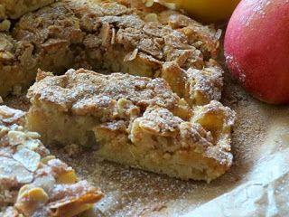 Этот пирог очень прост в исполнении и очень вкусен. Кексовое тесто и хрустящий верх, а еще и яблоки с корицей. Изысканная шарлотка получается!
