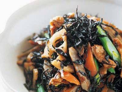 河村 みち子 さんの「あっさりひじきの煮物」。野菜のうまみをオリーブ油が引き出し、だしを使わなくてもおいしく煮上がります。甘みを抑えた軽めの口当たりで、飽きません。 NHK「きょうの料理」で放送された料理レシピや献立が満載。