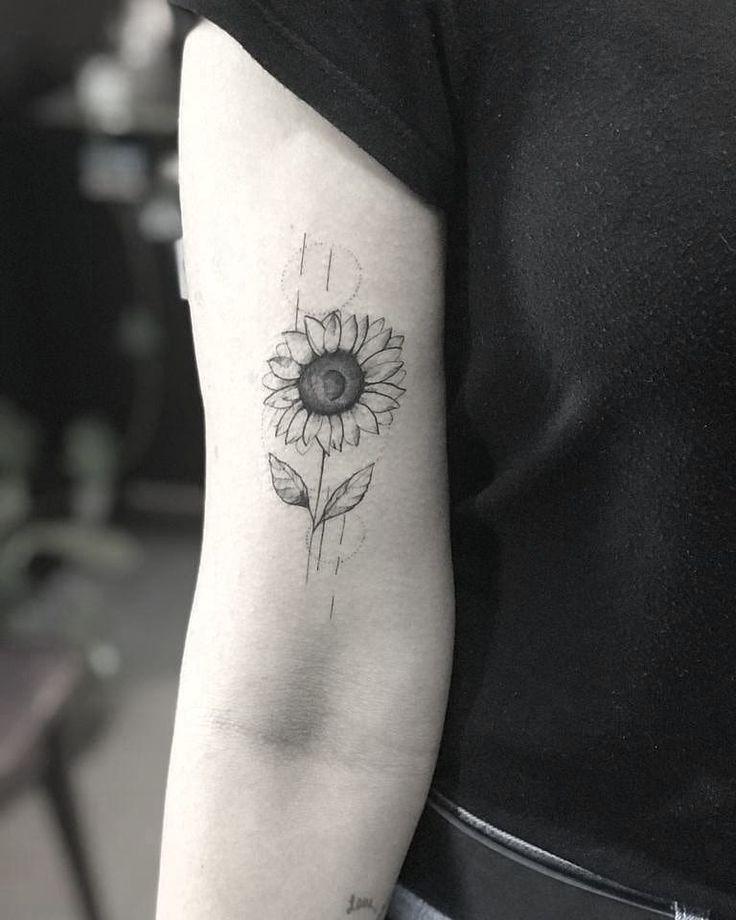 Tatuagens florais em blackwork e fineline: um fenômeno! - Blog Tattoo2me | Tatuagens margaridas, Tatuagem, Tatuagens de girassol