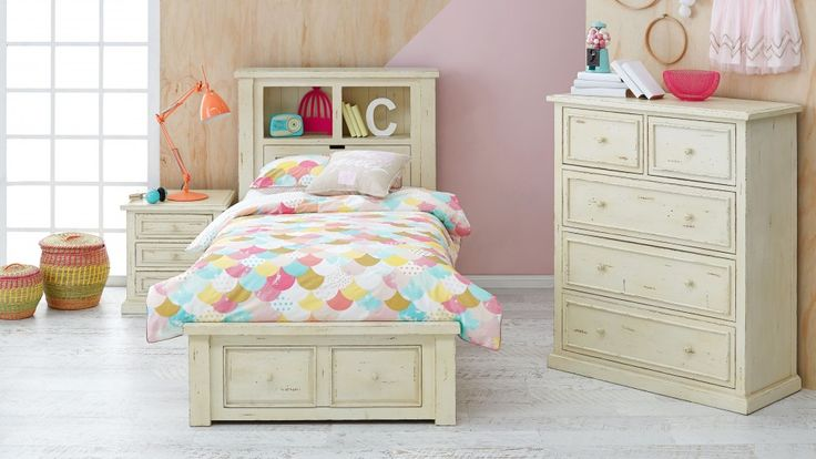 A gorgeous addition to a child's bedroom, the 'Bondi Beach' single bed creates a cool, rustic vibe and provides a neutral backdrop for any colour and pattern of bed linen.