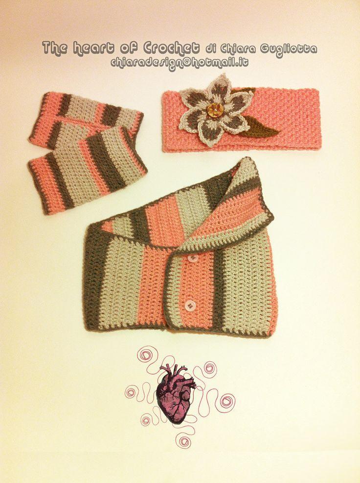 Set scaldacollo, mezzi guanti e fascia per capelli elastica in lana all'uncinetto fatti a mano Modello: STRISCE ROSA di CreativityBoom su Etsy