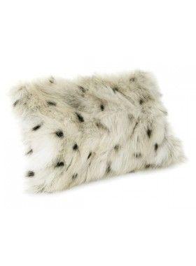 Super blød pude i lækkert ulveskind - Coyote ulv, med tekstil på bagsiden. Pelsen er nøje udvalgt, for at sikre vores høje kvalitetskrav. Pelsen har en smuk glans hvilket giver et meget eksklusivt look. http://lanugo.dk/111-270-thickbox_default/ulvepude.jpg