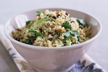 Brown rice salad with cumin and currants