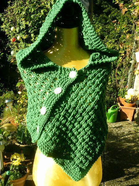 Strick-Schulterwärmer, grün mit Kapuze von Meine Strickerei auf DaWanda.com
