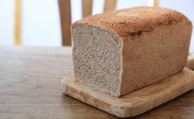 自家製のライ麦パン   ウグイス (uguisu) - 三軒茶屋