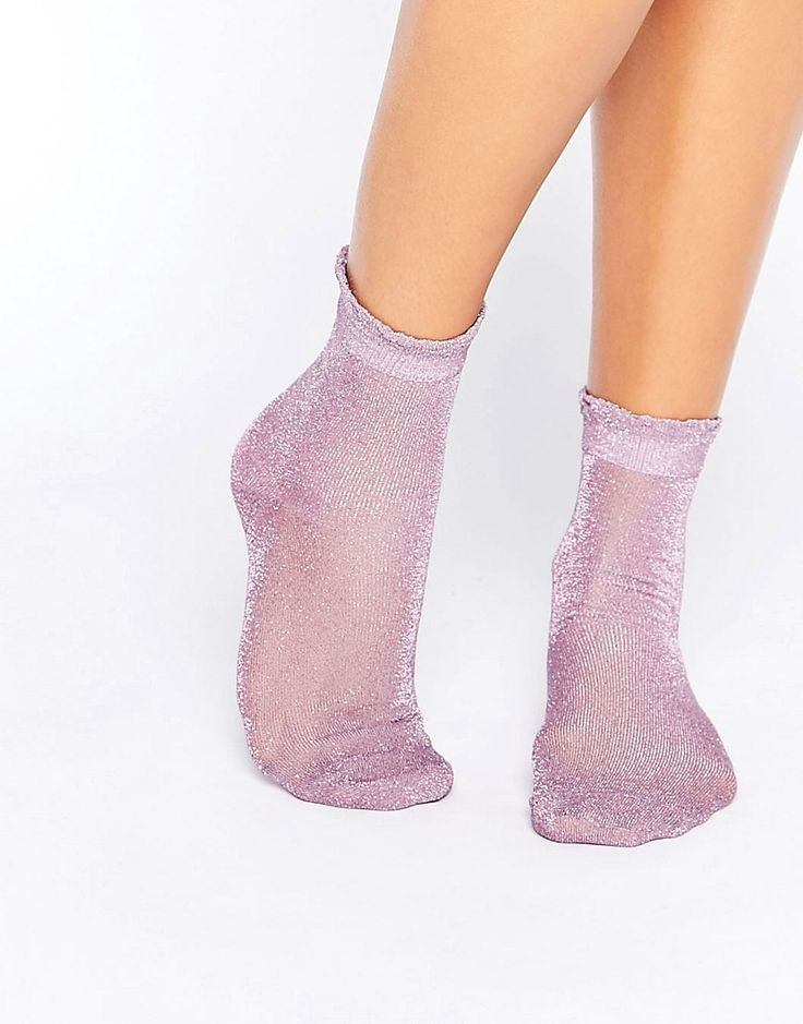 ¡Cómpralo ya!. Calcetines transparentes con purpurina y volante de Monki. Calcetines de Monki, Tejido suave de lúrex, Acabado con purpurina, Bordes con volantes, Largo hasta el tobillo, 77% algodón, 21% poliamida, 2% elastano. ACERCA DE MONKI If you're all for personality and expression then Monki is the one for you. Known for its street-style-meets-Scandi-chic design and super-fun story-based store concepts, Monki grabs bold, brash colours and a whole lot of prints and patterns before pl...