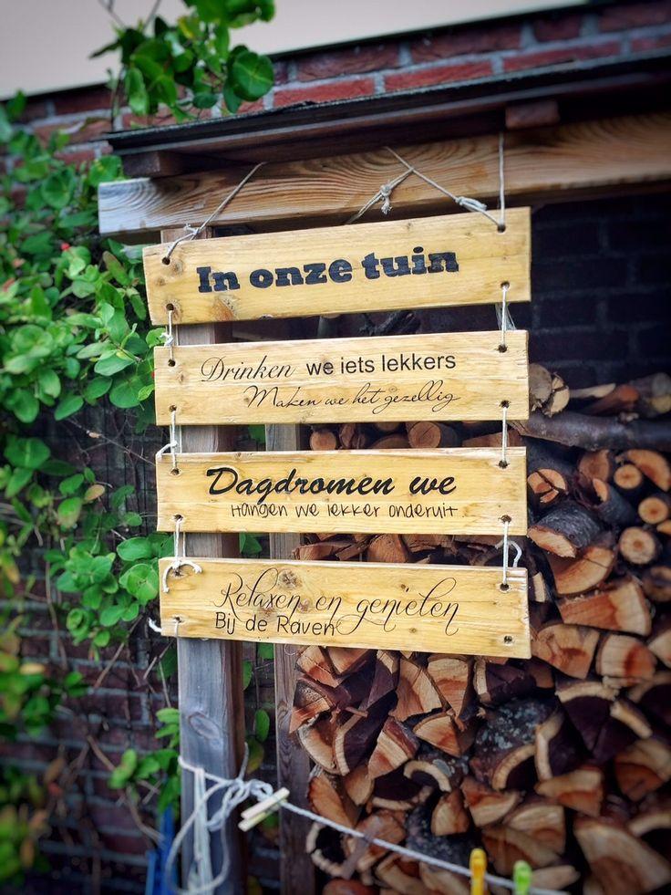 Gepersonaliseerd houten tekstbord / paneel als decoratie in uw tuin of op uw veranda persoonlijke tekst cadeau pallet hout rustiek sloophout.  De maat is ongeveer 50 cm breed x 100 cm hoog (afhankelijk van het aantal plankjes).  Alle teksten, alle lettertypen zijn mogelijk.  geeft een mooie rustieke uitstraling in uw tuin.  Sticky Business; Making products personal!