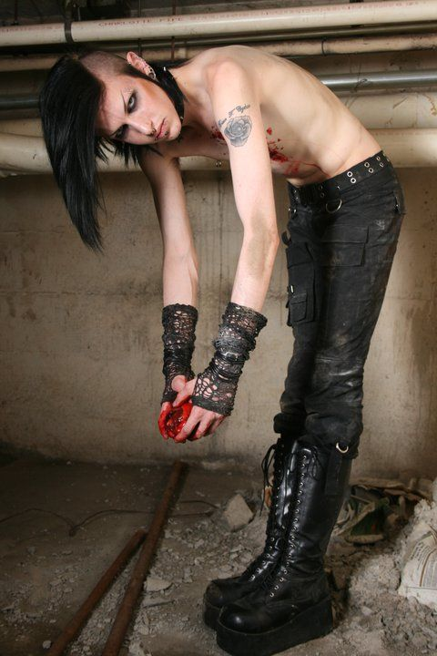 Can pics of naked goth guys casually