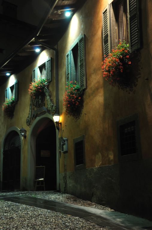 Vicolo sant'Agostino. Città Alta, Bergamo - foto di Silvia Piatti  --- Questa fotografia partecipa al Concorso Fotografico Bergamo, per votarla condividila dalla pagina Facebook http://on.fb.me/1bfzk4E (la trovi tra i post di altri) e carica anche tu le tue foto su www.orobie.it per partecipare al concorso!