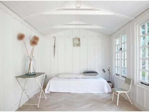 Lorn Road Summerhouse in London- I'm just obsessed with white!! Thanks to my dear friend @Treffry Caldwell Caldwell. Her house had so much white and it was beautiful! :)